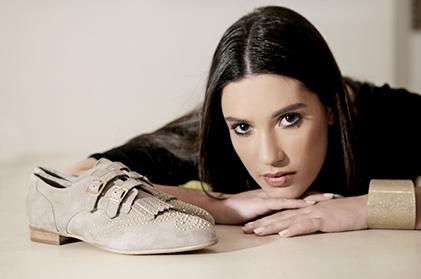 Moteriški batai internetu
